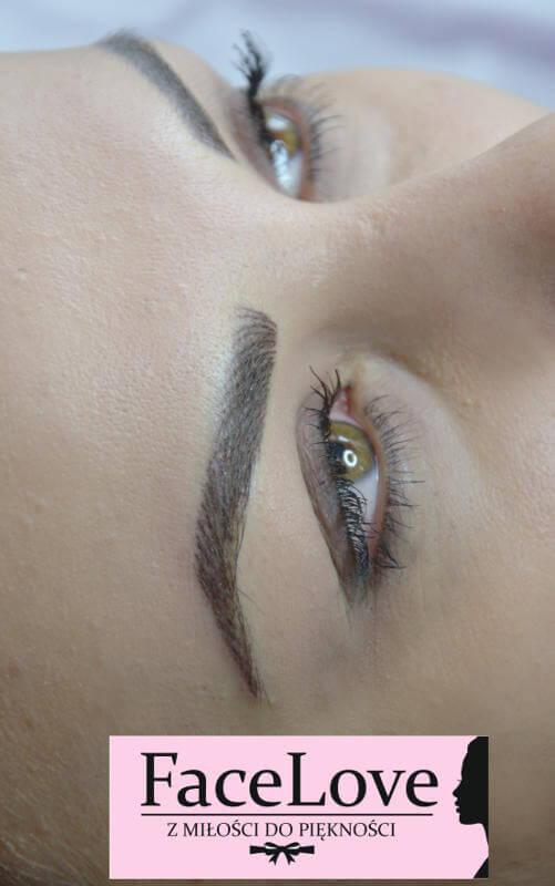 Naturalnie wyglądający makijaż permanentny brwi - metoda włosa